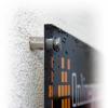 Fijación de metal opcional, incluida perforación de esquinas para carteles de plexiglás (similar a la imagen).