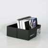 … contiene nuestro libro de muestras de papel y el libro de muestras de materiales de impresión en gran formato, así como muestras de otros sistemas publicitarios