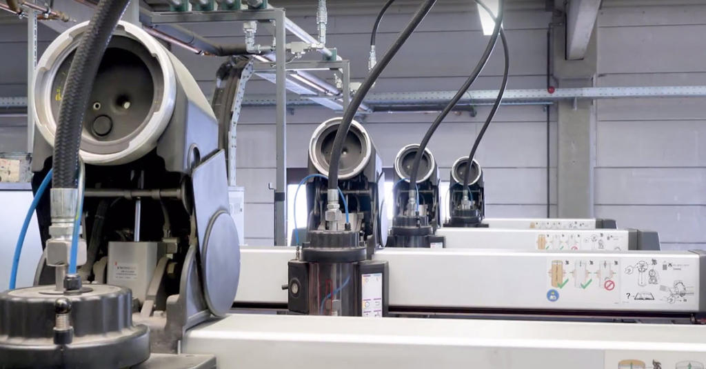 Muchas impresoras ofrecen, además de los cuatro mecanismos de impresión estándar, también un quinto, y aquí es donde se pueden utilizar los colores especiales